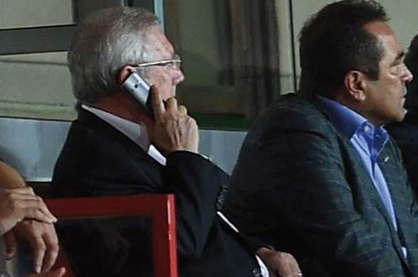 Aziz Yıldırım oyuna kızdı, telefona sarıldı!