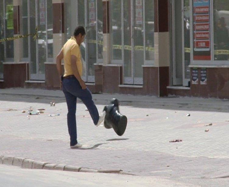 Konyalı vatandaş şüpheli paketi tekmeledi