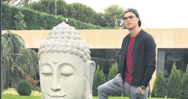 Ronaldo bu sefer Budistleri kızdırdı