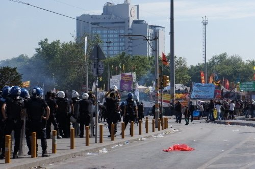 Polis Taksim Meydanı'na girdi