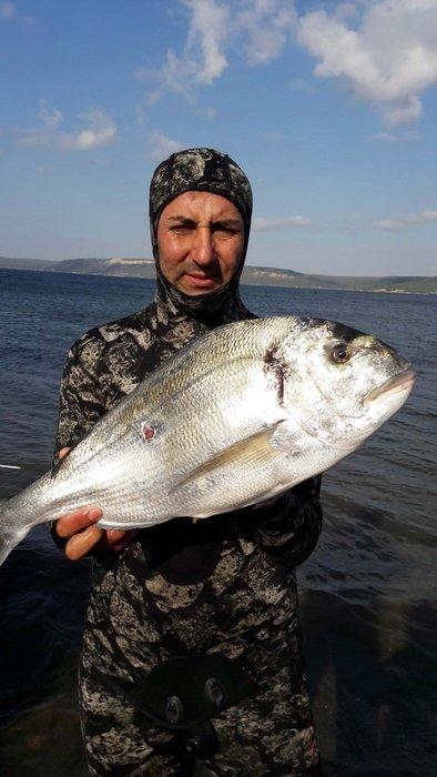 Tüpsüz dalışta Türkiye'nin en büyüğünü avladı