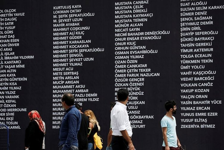 Şehitlerin isimleri Taksim Meydanı'nda