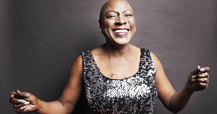 Ünlü şarkıcı kansere yenildi