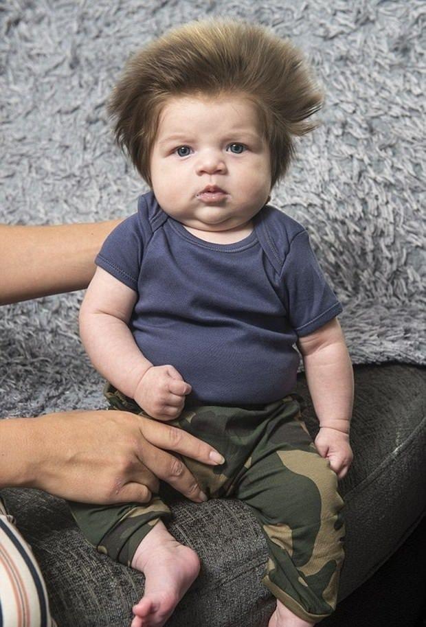 Dünyanın en gür saçlı bebeği